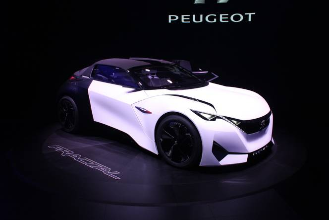 peugeot fractal concept si seulement vid o en direct du salon de francfort 2015. Black Bedroom Furniture Sets. Home Design Ideas