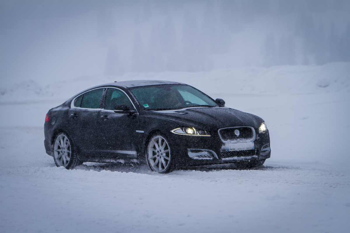 essai jaguar xf 3 0 awd les anglais d barquent. Black Bedroom Furniture Sets. Home Design Ideas