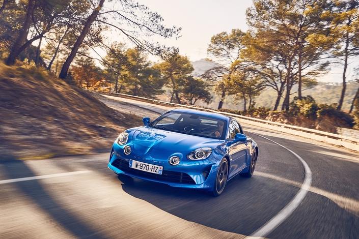 Malgré un prix minimal de 54 700 € et une utilisation plus spécifique, l'Alpine A110 séduit autant de clients que la Talisman. Cela commence à devenir gênant...