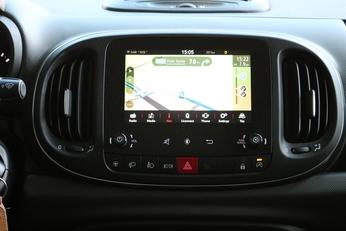 La 500 L profite d'un nouveau système Uconnect avec écran 7''.