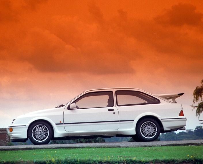 Avec son aileron démesuré, la Sierra Cosworth est un mythe des années 80.