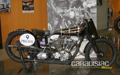 Brough Superior à la rencontre du public de la 6ème Sunday Ride Classic.