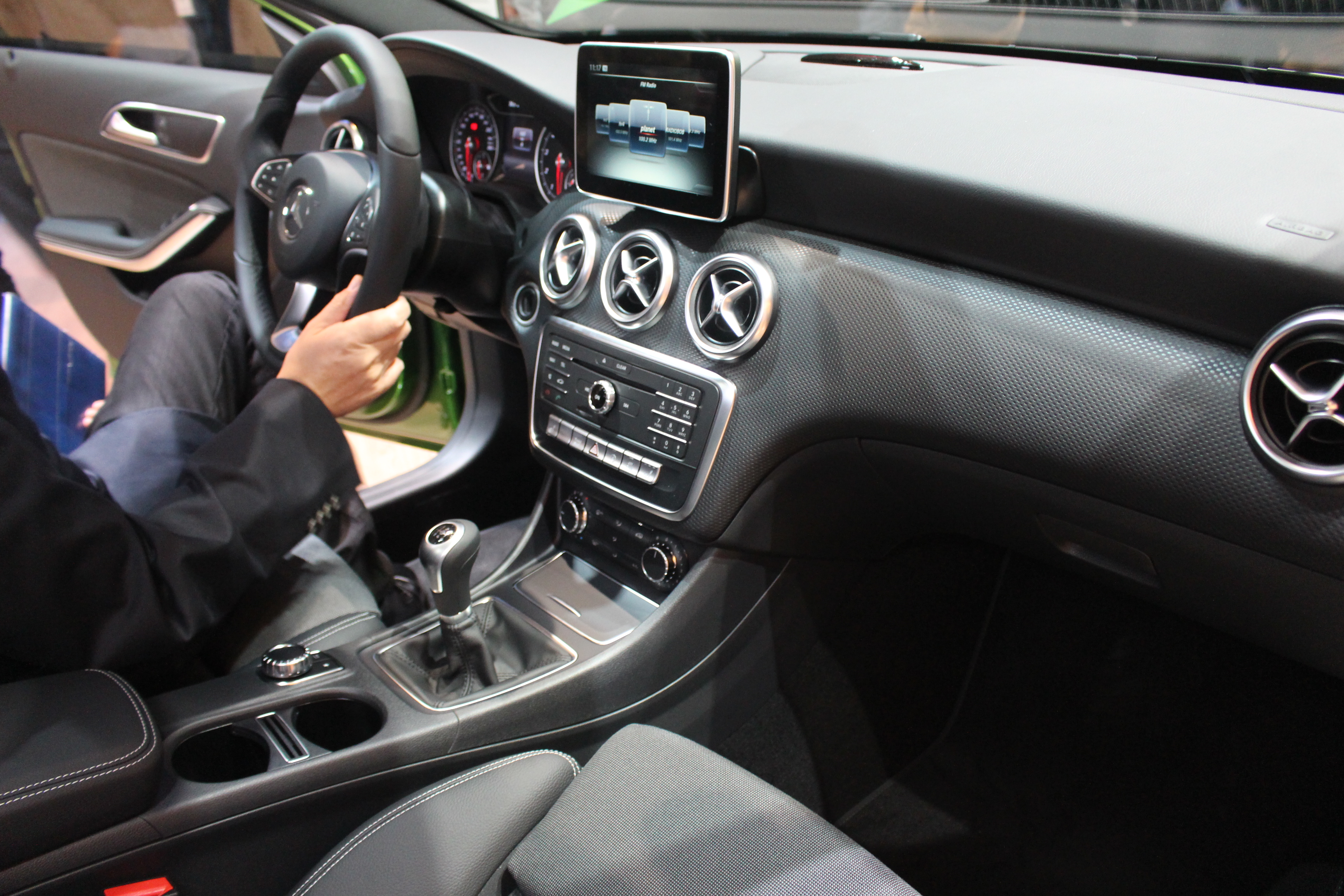 Mercedes classe a restyl e la timide vid o en direct for Interieur mercedes classe a