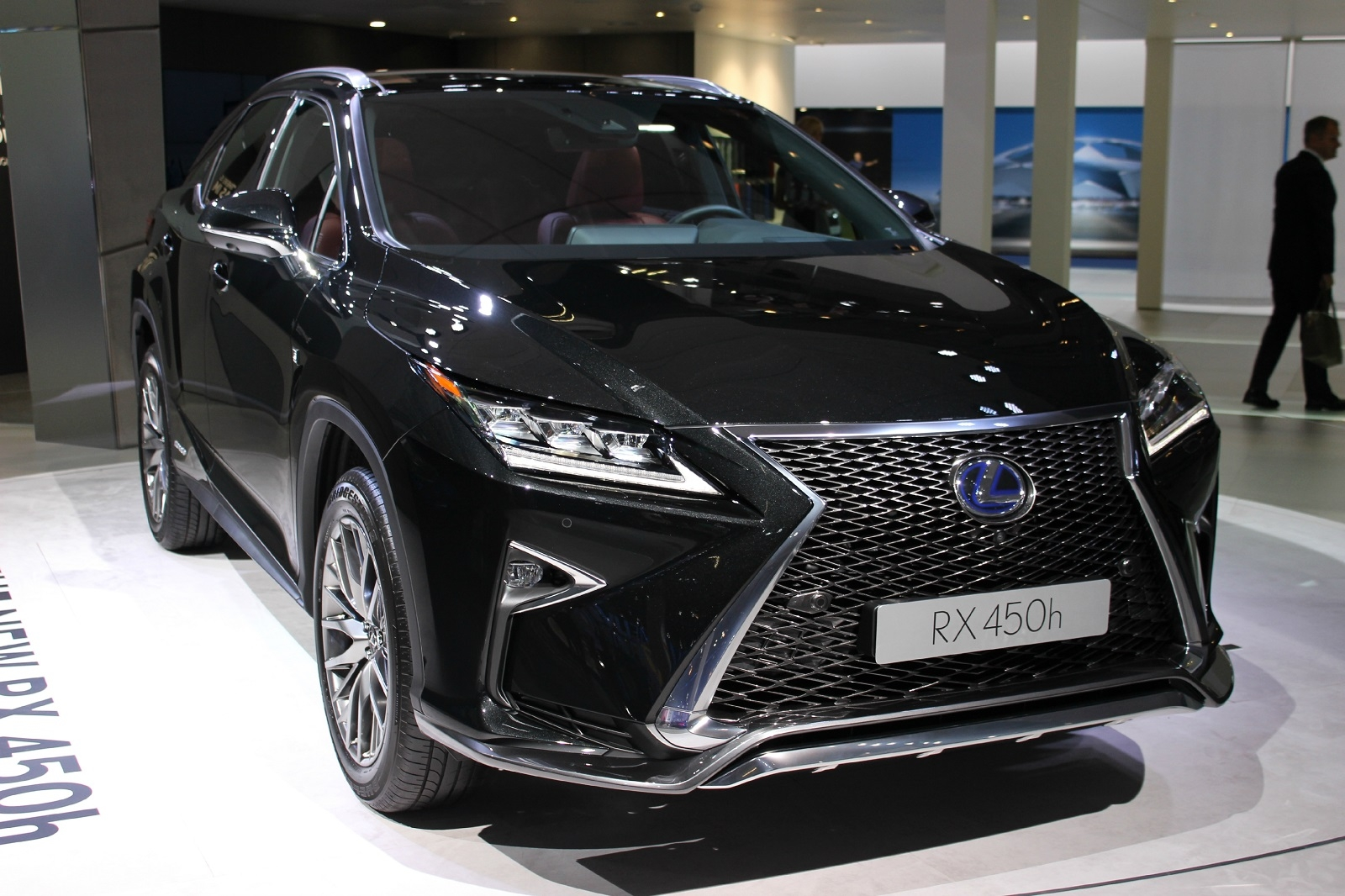 lexus rx450h predator hybride vid o en direct du salon. Black Bedroom Furniture Sets. Home Design Ideas