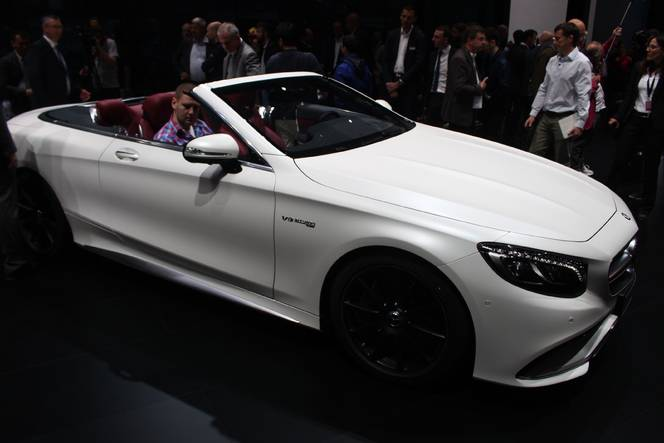 Mercedes Classe S cabriolet : l'élégante - Vidéo en direct de Francfort 2015
