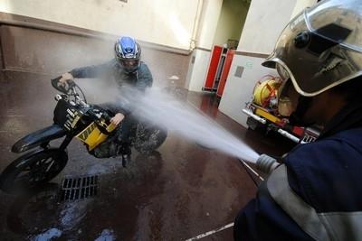 Vous avez demandé les pompiers...