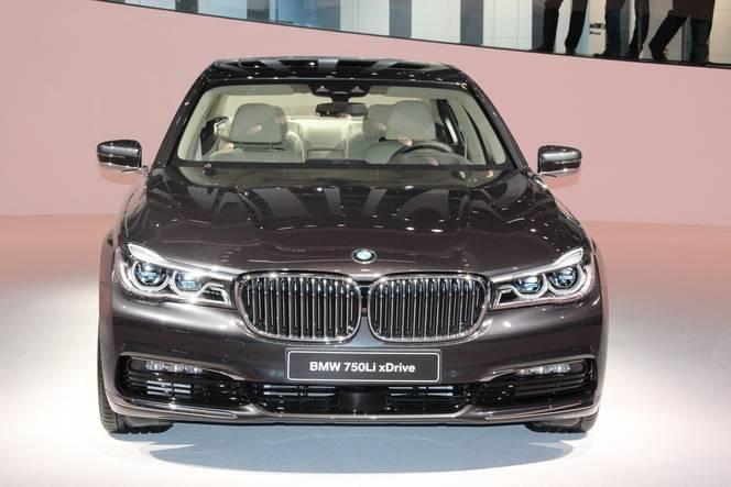 BMW Série 7 : sans les mains - Vidéo en direct de Francfort 2015