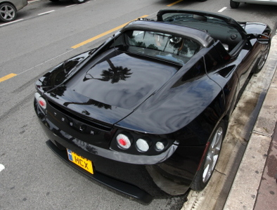 Contact Tesla Roadster : la raison du cœur