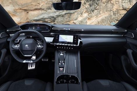 Le petit volant est toujours un régal pour la conduite. L'instrumentation est personnalisable.