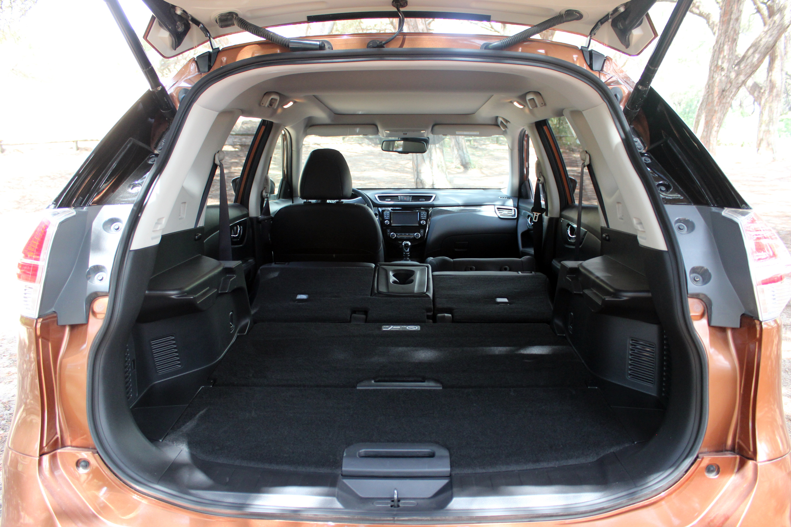 essai vid o nissan x trail quand le baroudeur devient suv. Black Bedroom Furniture Sets. Home Design Ideas