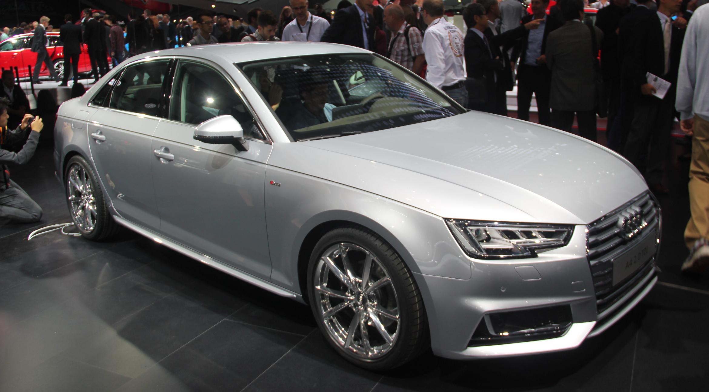 Audi a4 bonheur int rieur vid o en direct du salon de for Audi a4 interieur