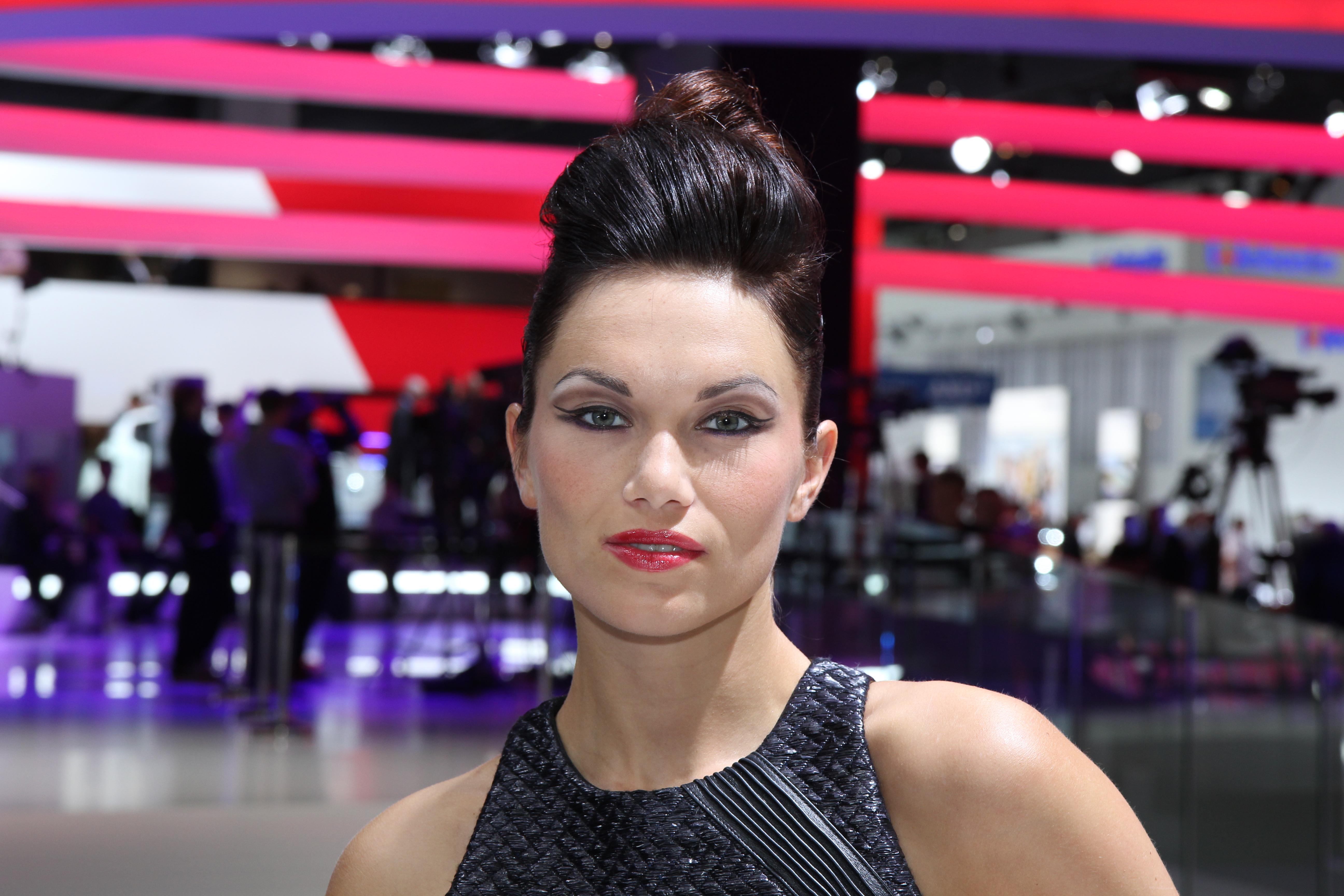 Francfort 2015 les plus belles h tesses du salon for Salon de francfort