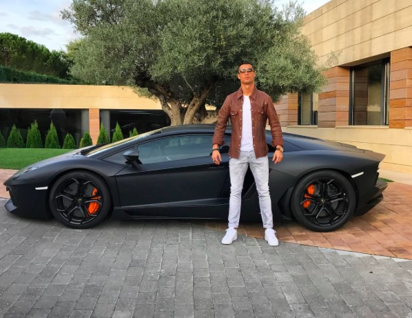 top 10 caradisiac les voitures de cristiano ronaldo. Black Bedroom Furniture Sets. Home Design Ideas