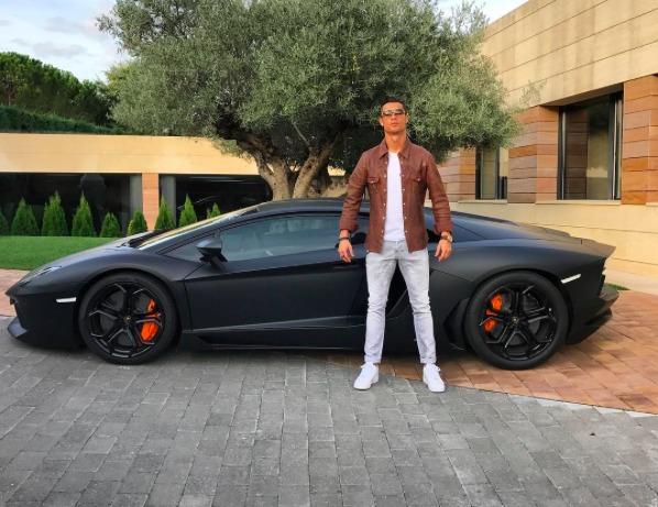 Très 10 Caradisiac - Les voitures de Cristiano Ronaldo TP99