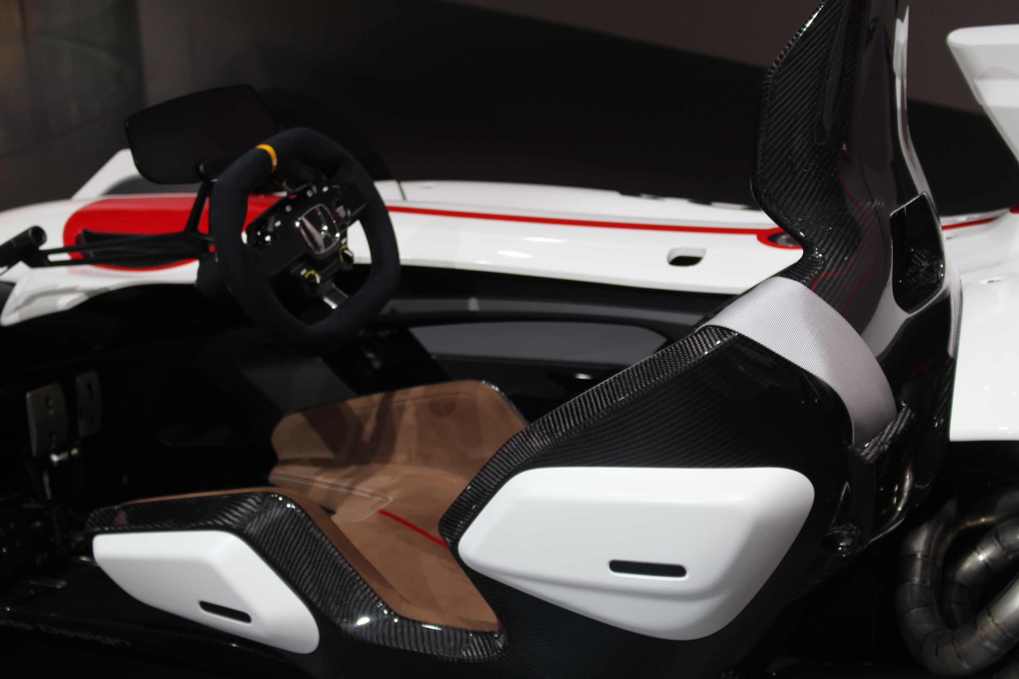 [Image: S0-Honda-2-4-concept-l-excitante-En-dire...362208.jpg]