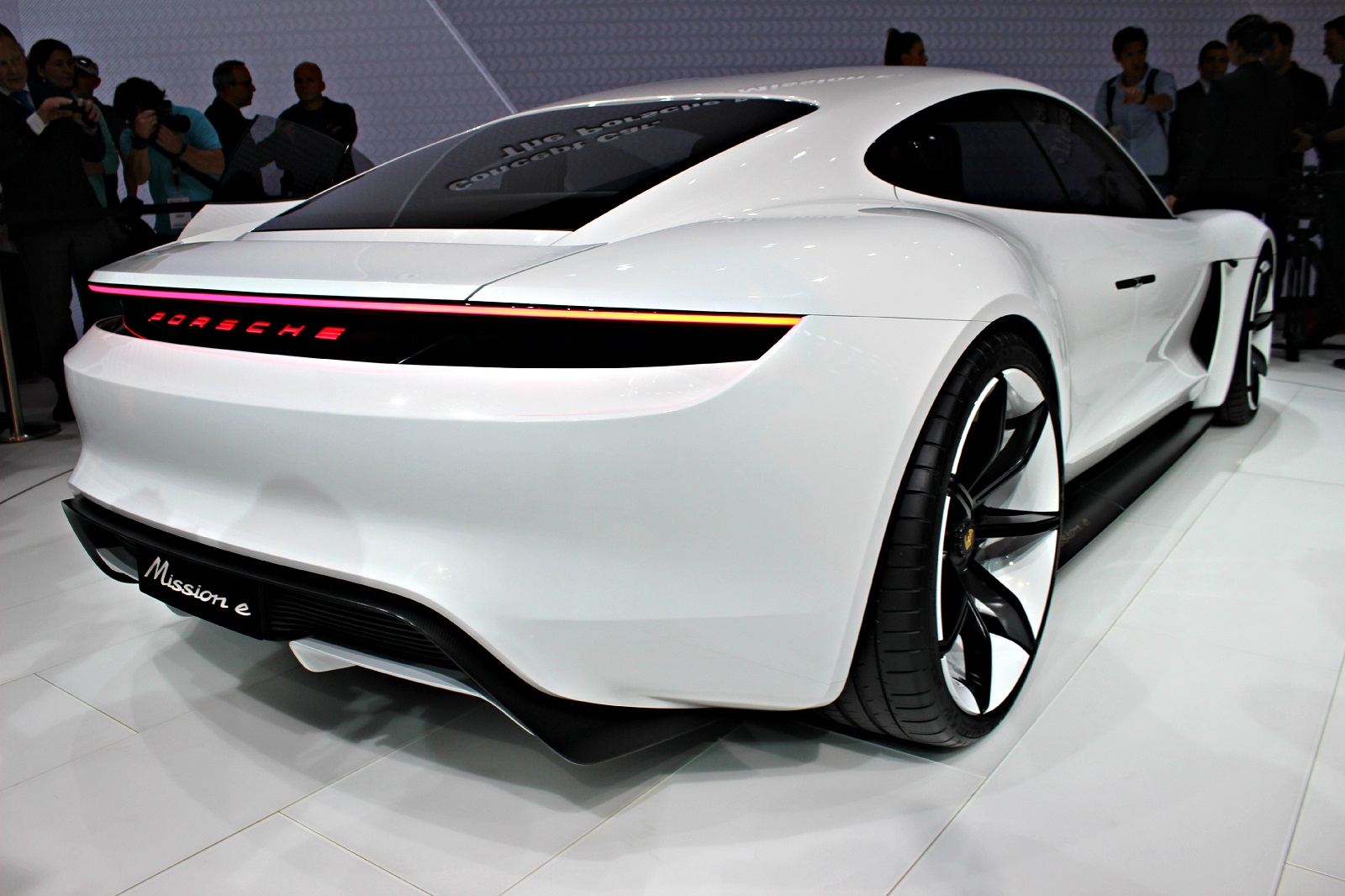 Porsche mission e la bonne surprise en direct du salon for Salon de auto 2015