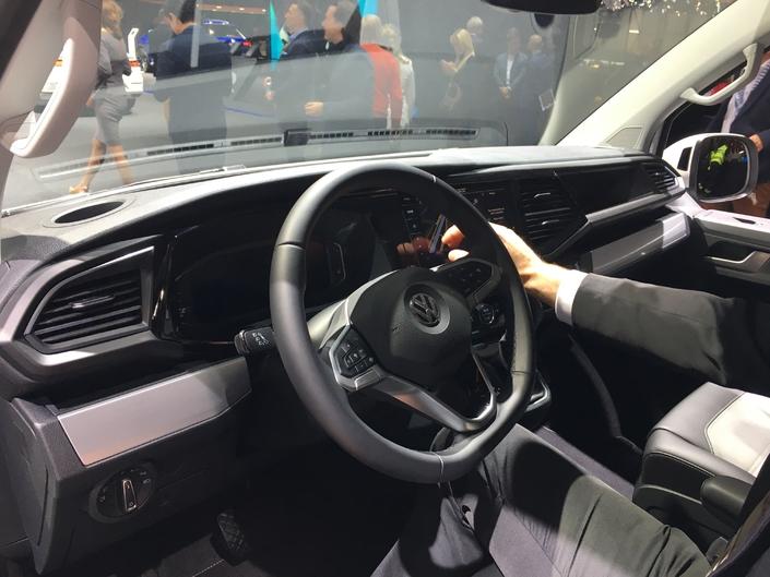 L'instrumentation numérique, grand écran multimédia, le numérique fait une entrée remarquée dans le Multivan.