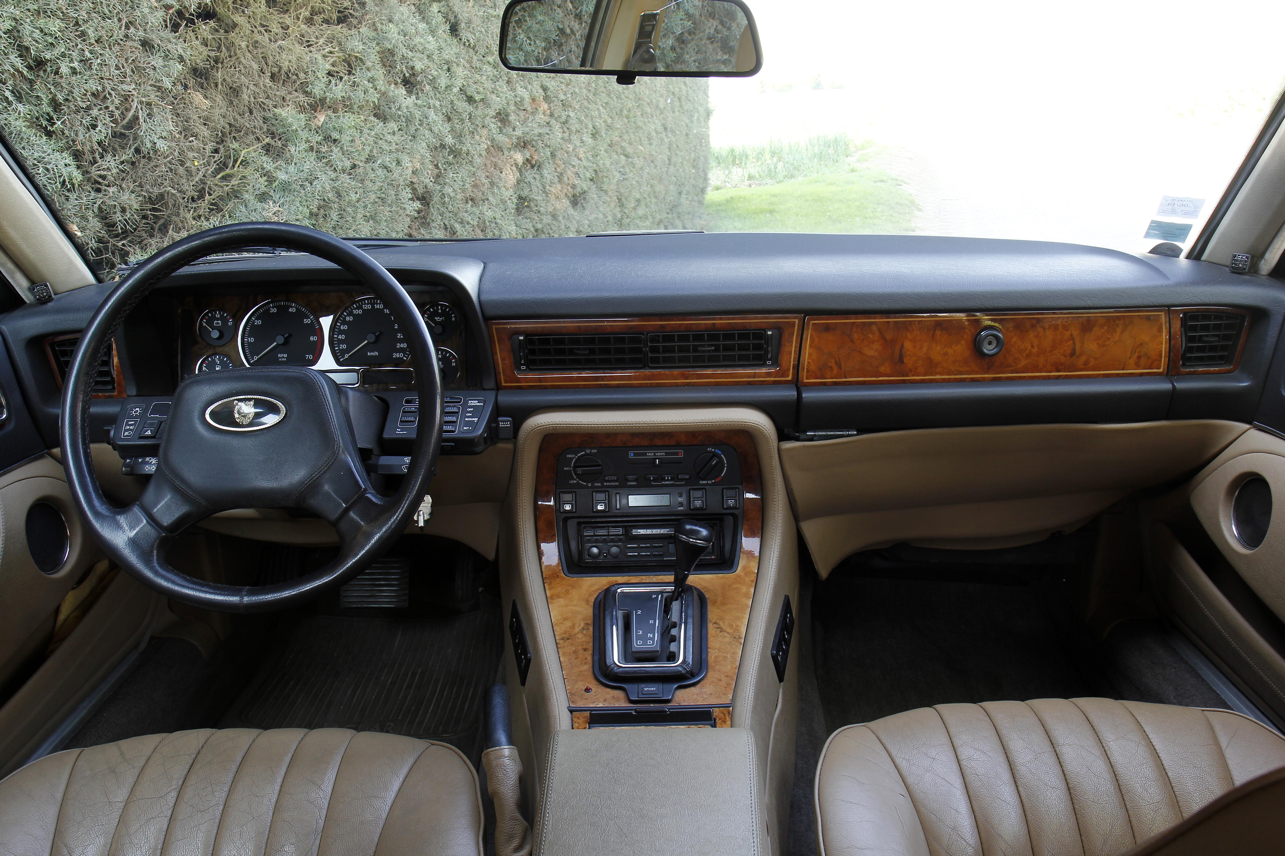 Jaguar XJ40, la noblesse britannique à prix dami