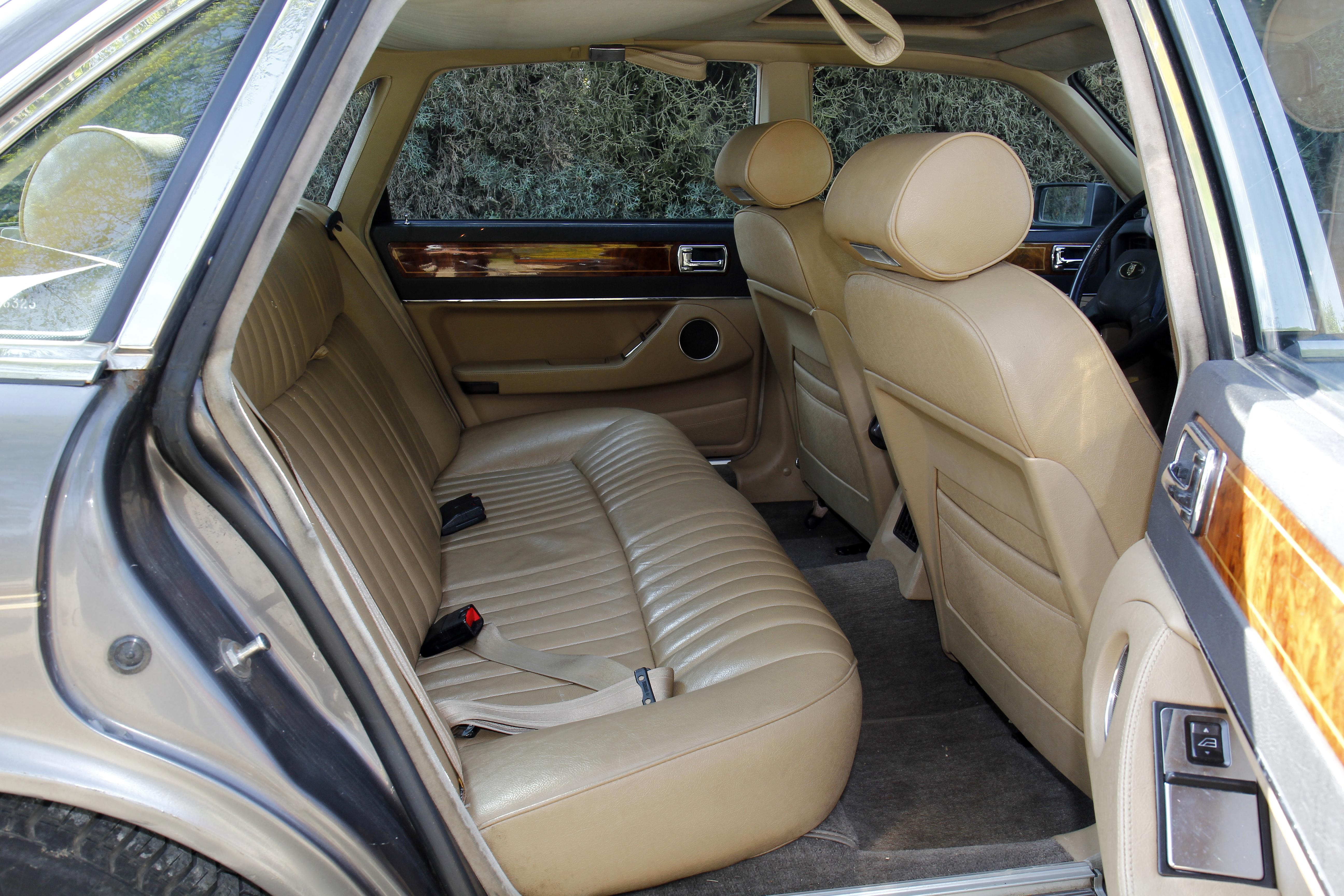 Jaguar xj40 la noblesse britannique prix d 39 ami for Interieur jaguar