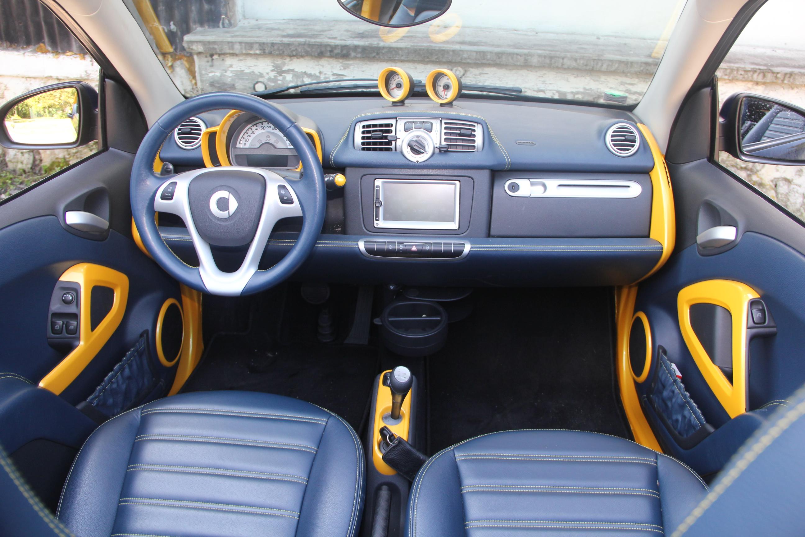 Essai smart fortwo mhd cabriolet cab 39 de poche for Interieur smart 2000
