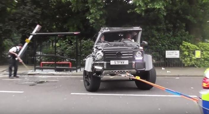 Match improbable : une Toyota Prius renverse un Mercedes Brabus G500 à Londres