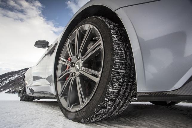 Test exclusif - Aston Martin on ice : 007 raisons de craquer votre Livret A (ou pas ?)