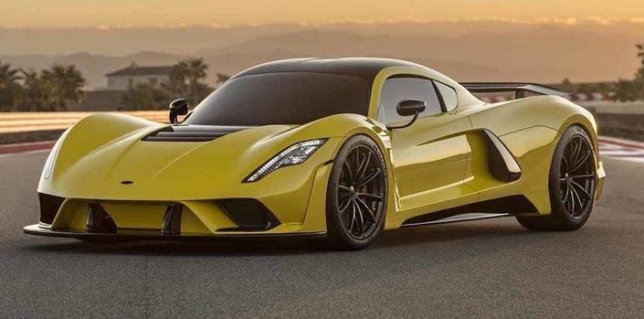 Toujours plus loin. Cette Hennessey Venom F5 revendique déjà 485 km/h et vise les 500 km/h. Reste à le prouver.