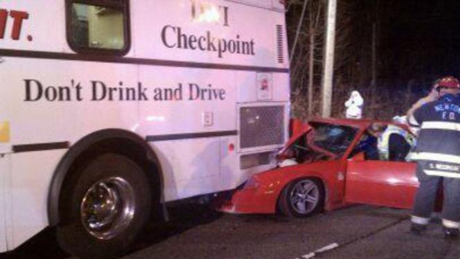 Soûl, il percute le bus de la Sécurité Routière chargé des contrôles d'alcoolémie