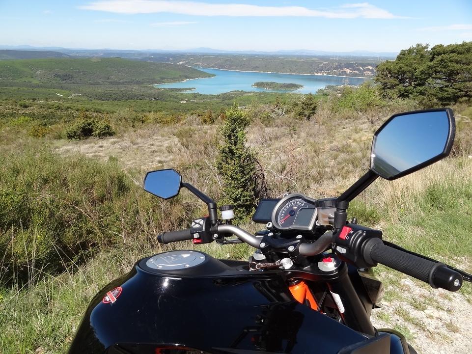KTM SuperDuke 1290 R: moto de folie c'est évident. Mais pour le voyage?