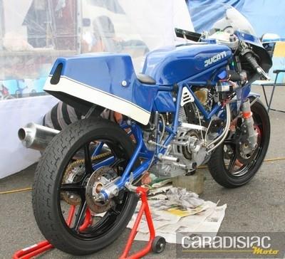 Des motos...