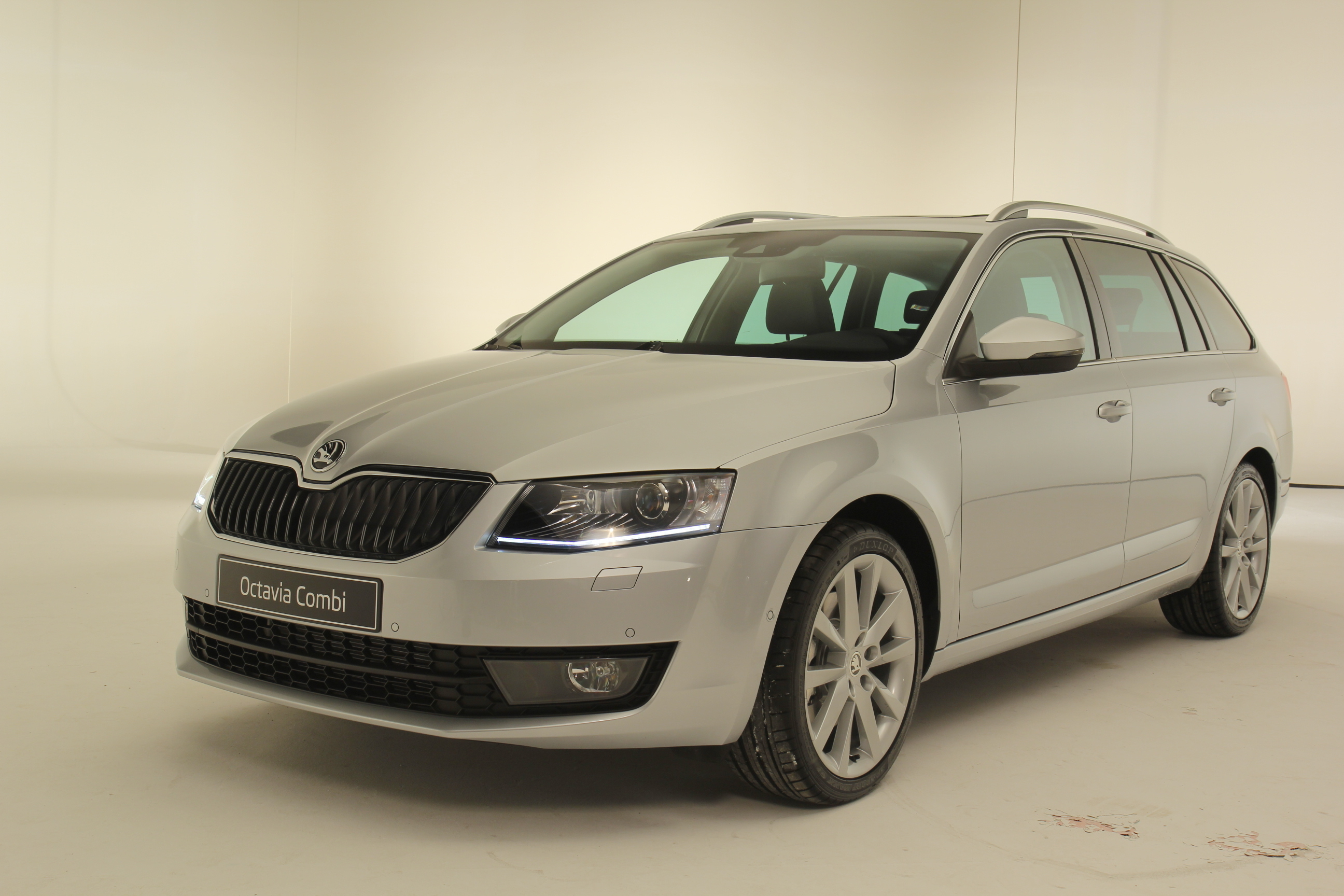 exclusivit caradisiac pr sentation vid o de la skoda octavia 3 combi. Black Bedroom Furniture Sets. Home Design Ideas