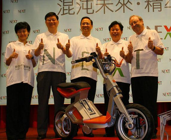 Un scooter électrique pliable lancé en 2009 : le RoboScooter