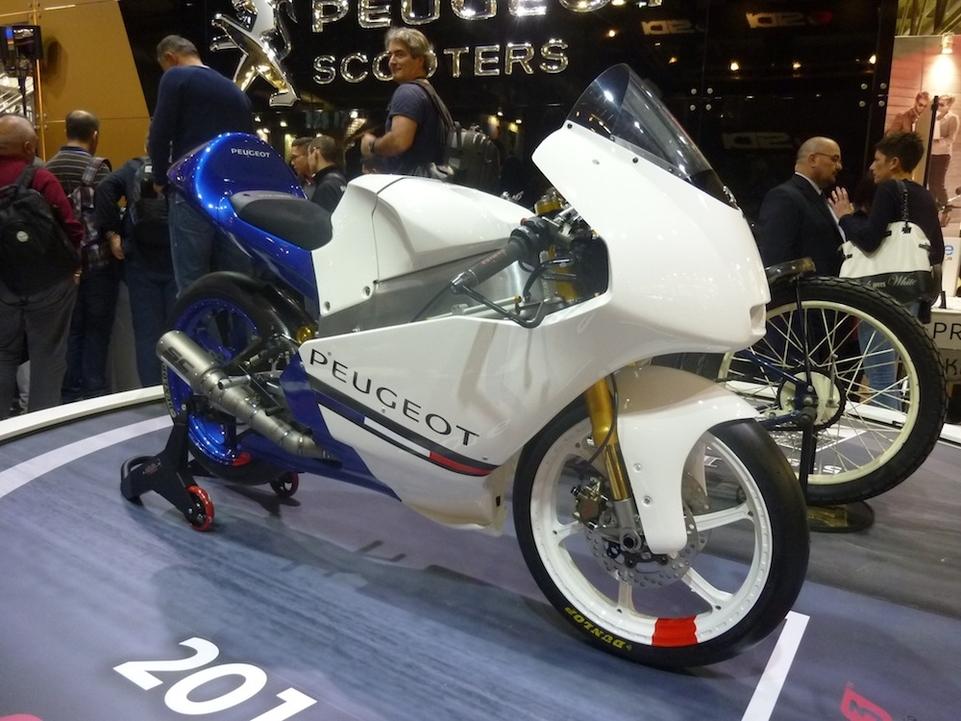 En direct du Salon de Milan 2015 : Peugeot signera son grand retour en championnat du monde Moto en 2016