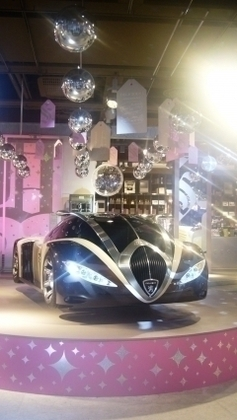 Des concept-cars originaux au Shopping Scintillant de Peugeot Avenue Paris