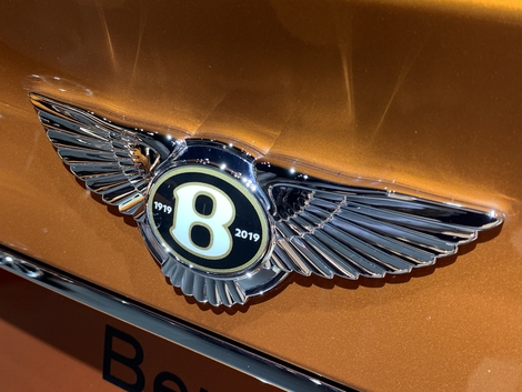 Les Bentley vendues cette année ont un logo spécial pour le centenaire.