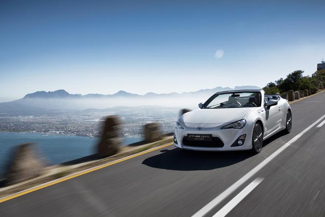 Salon de Genève 2013 - Le concept Toyota FT-86 Open se montre