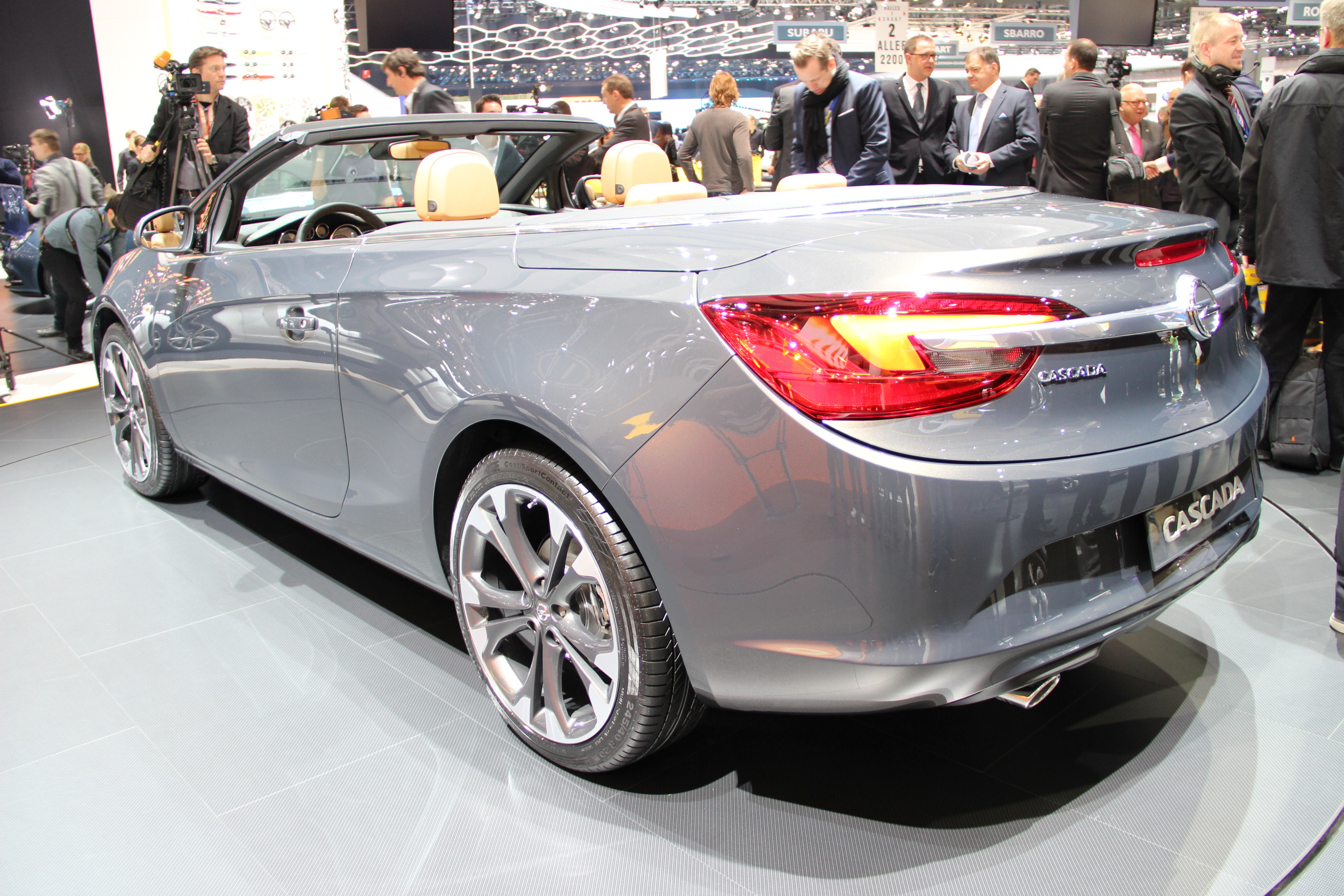 http://images.caradisiac.com/images/4/8/8/0/84880/S0-En-direct-de-Geneve-2013-Opel-Cascada-jolie-287015.jpg