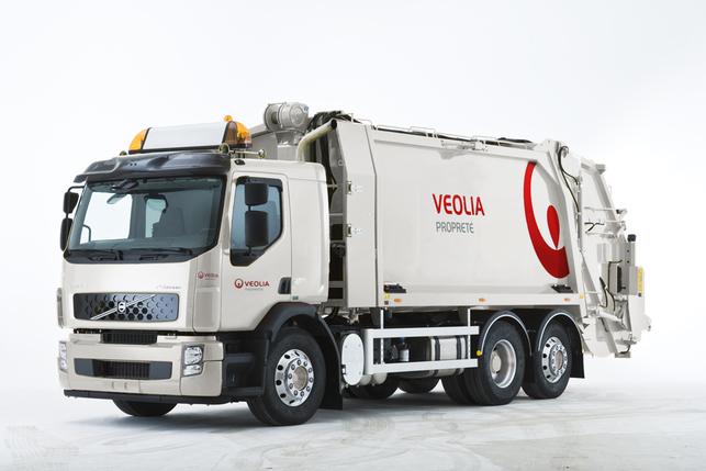 Volvo Trucks confie des camions hybrides à Veolia Propreté pour des tests