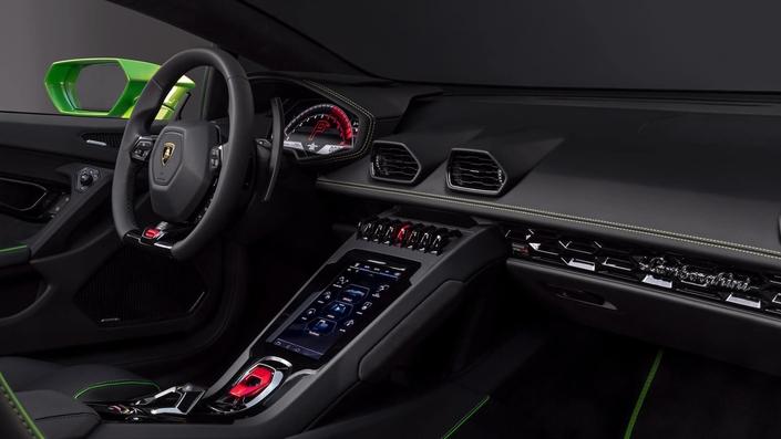 A bord, on relève la présence d'un système d'écran tactile de 8,4 pouces dernier cri dans la console centrale.