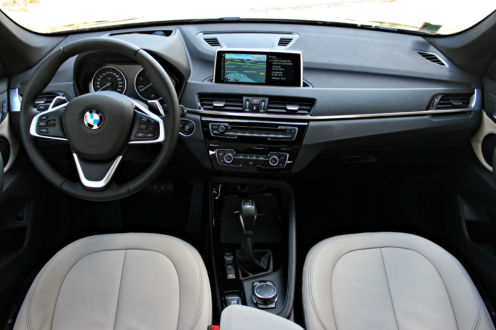 Essai vid o bmw x1 retour en force for Photos interieur