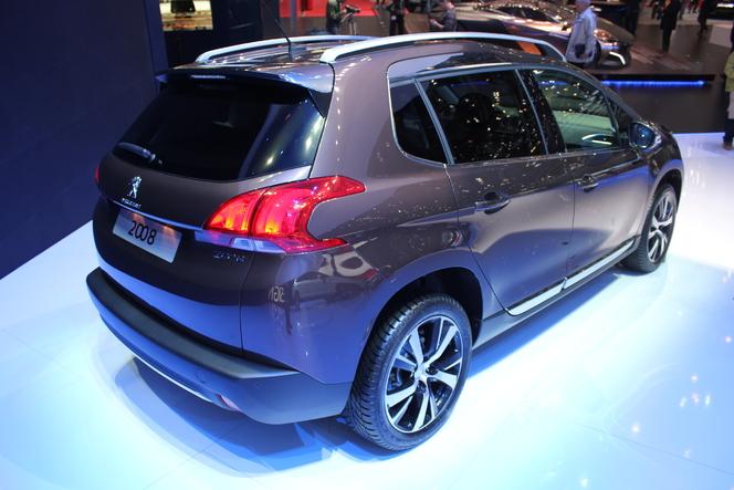 Vidéo en direct du Salon de Genève 2013 : Peugeot 2008, mieux que la Renault Captur ?