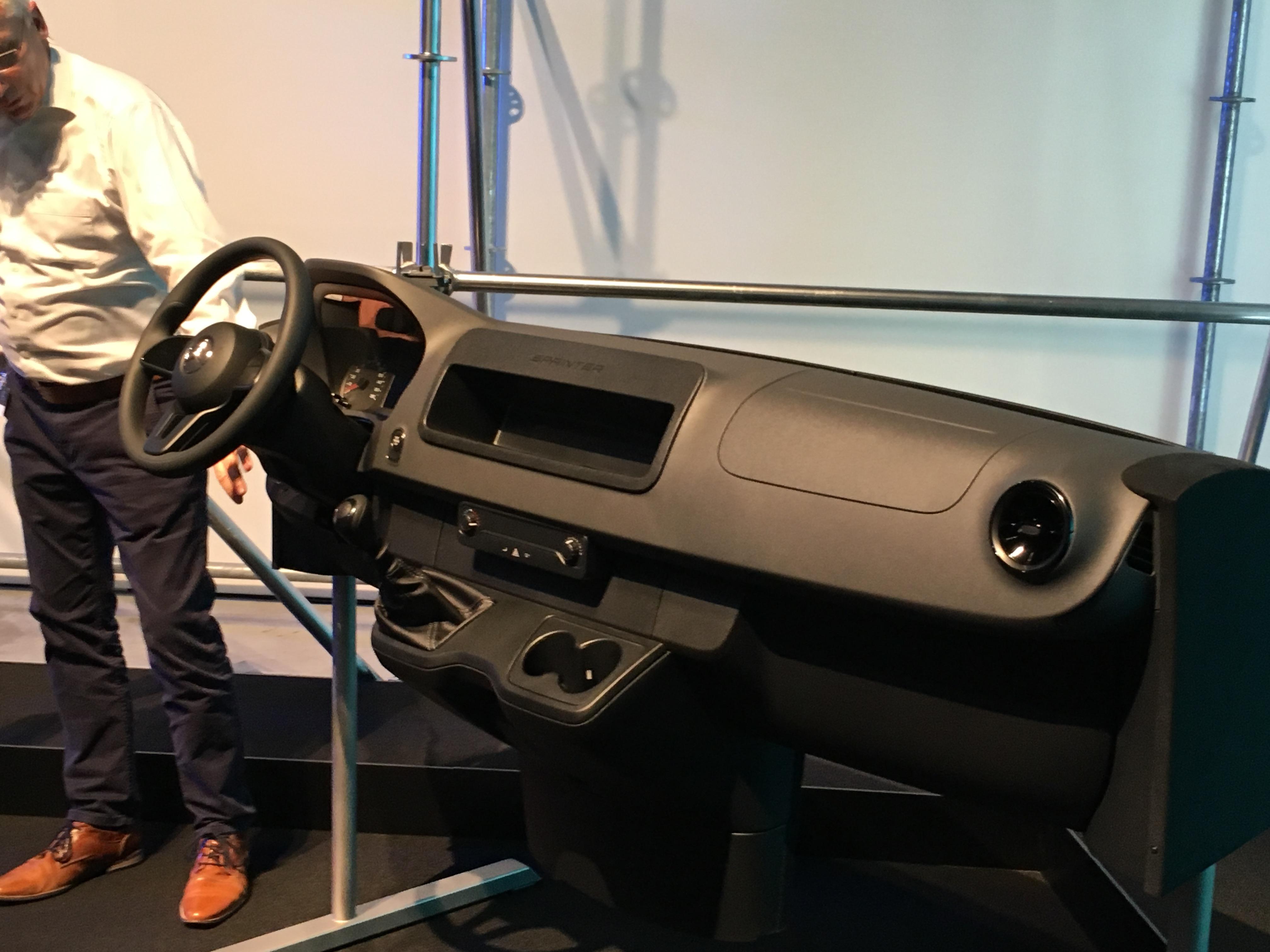 nouveau mercedes sprinter 2018 la r volution dans l. Black Bedroom Furniture Sets. Home Design Ideas