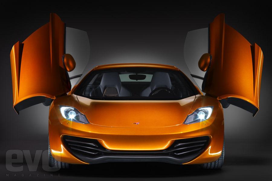 S0-La-McLaren-MP4-12C-leve-le-voile-141460
