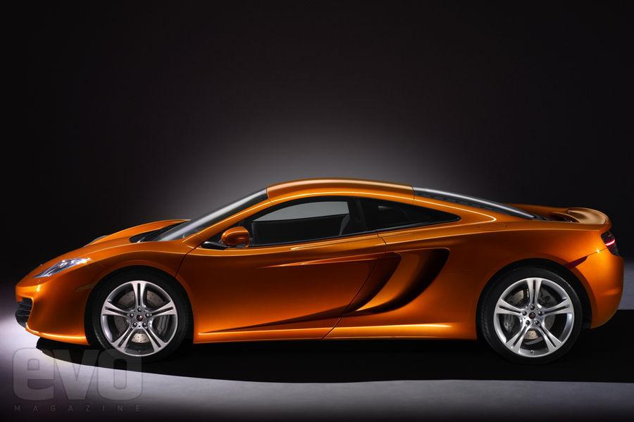 S0-La-McLaren-MP4-12C-leve-le-voile-141467