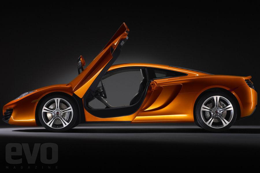 S0-La-McLaren-MP4-12C-leve-le-voile-141469