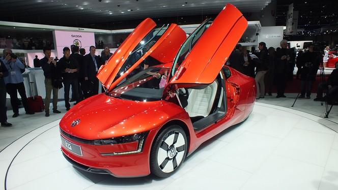 Vidéo en direct de Genève 2013 - Volkswagen XL1 : 0,9 litre aux 100 km, en série