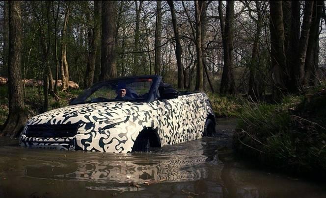 Land Rover met le Range Rover Evoque Cabriolet dans l'eau