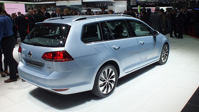 vid o en direct de gen ve 2013 volkswagen golf 7 sw en avant coffre. Black Bedroom Furniture Sets. Home Design Ideas