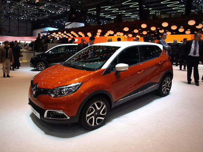 vid o en direct du salon de gen ve 2013 renault captur sexy. Black Bedroom Furniture Sets. Home Design Ideas