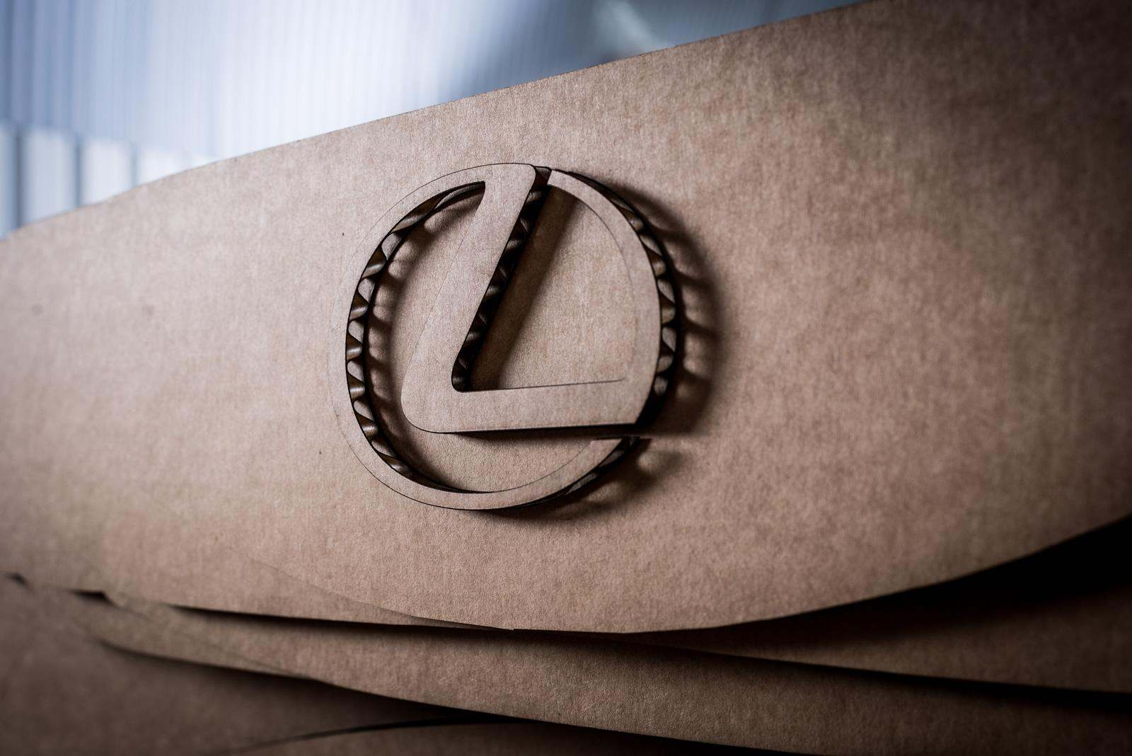 [Image: S0-Lexus-devoile-une-IS-roulante-en-carton-363714.jpg]